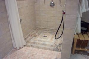 2-15-granitboden-mit-rutschhemmung