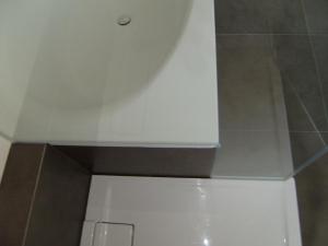 6.02-Eingeklebte-Glaswände-sind-besten-zu-reinigen
