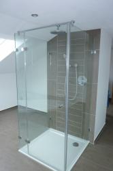 6.05-Duschkabine-3-seitig-Glas-Beschläge-außen-innen-Glasbündig