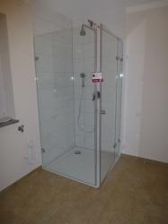 6.15-Glas-Duschkabine-mit-fast-Bodenebenen-Einbau