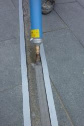 13.07c Die Schrannenordnung  am Schranneplatz in Memmingen, ca. 85 Meter Messingblech in den Granit geklebt