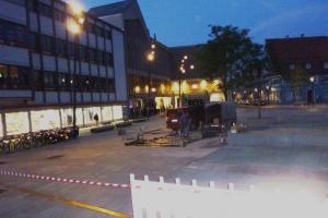 13.07d Die Schrannenordnung  am Schranneplatz in Memmingen, ca. 85 Meter Messingblech in den Granit geklebt