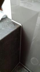 15.02 Glas-Rückwand zum Natuerstein und Silifonfuge