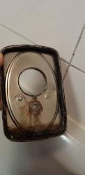 18.02a Ausgewaschene Zementfugen erleichtern dem Wasser das eindringen in die Armaturen