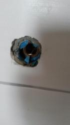18.10 Hier wurde eine Dichtmanschette eingebaut, aber aufgeschnitten das sie über den Baustopfen geht, Wertlose Arbeit