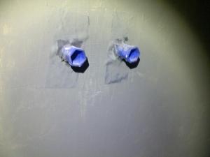 18.11 Vor dem Fliesen. Hier wurde das Dichtband zur Dichtmanschette vergewaltigt und eingebaut, und noch aufgeschnitten das sie über den Baustopfen geht, Wertlose Arbeit